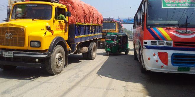 বঙ্গবন্ধু সেতু মহাসড়কে যানবাহন চলছে ধীর গতিতে