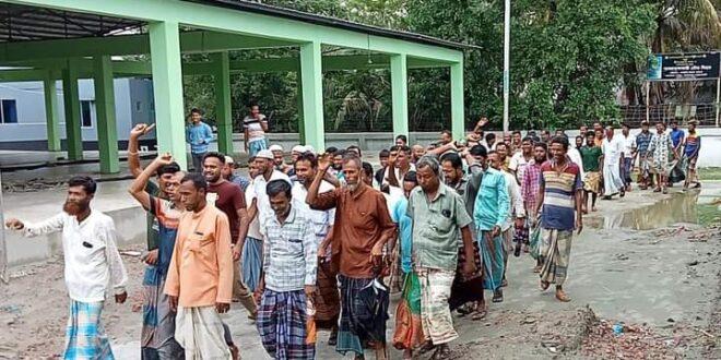 কলাপাড়ায় মৎস্য কর্মকর্তার বিরুদ্ধেপ্রতিবাদ সমাবেশ!!