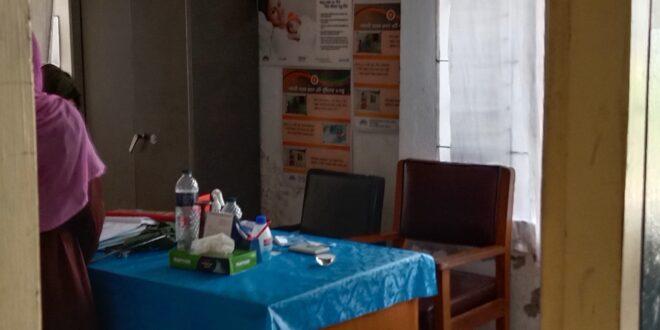 মোহনগঞ্জ হাসপাতালের আউটডোর থেকে ডাক্তার ১ টায় ত্যাগ করায় টিকিট কেটেও রোগী সেবা পায়নি