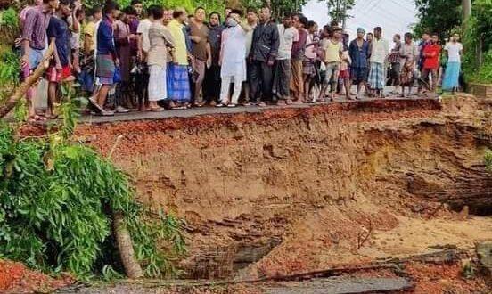 ঈদগাঁও -ইদগড় -বাইশারী সড়ক নদীর পেটে সড়ক যোগাযোগ বিচ্ছিন্ন এমপি কমল পরিদর্শন দ্রুত সংস্কারের আশ্বাস