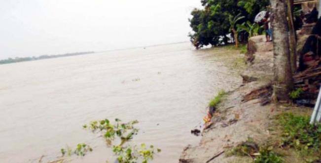 মধুমতি নদীর তীব্র ভাঙ্গনের কবলে কয়েকটি গ্রাম পানি বন্ধি কামারখালী ইউনিয়নের মানুষ