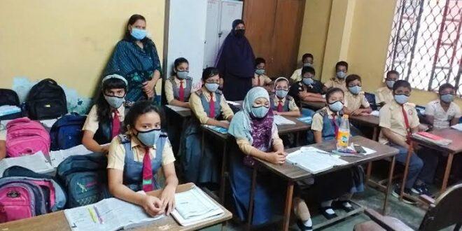 পঞ্চগড়ে দীর্ঘদিন পর শিক্ষার্থীদের পদচারণায় প্রানবন্ত হয়ে উঠেছে বিদ্যালয়গুলো