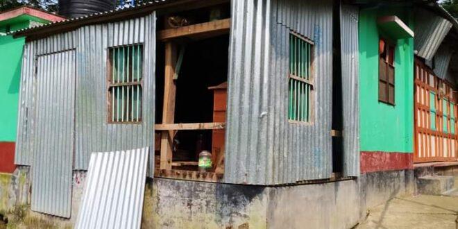 মাদারীপুরের কালকিনিতে হাতবোমা বিস্ফোরনে বাড়ি বিধস্ত, আহত-৩